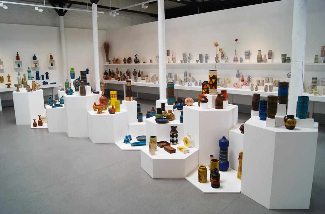 Exhibition Display Plinths : Alla moda italian ceramics exhibition