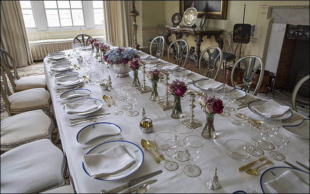 Daily Telegraph  Warren Allott Commission Hal0061088 General views of West Horsely House, the Dining Room with the crewe family monogramed banquet service.